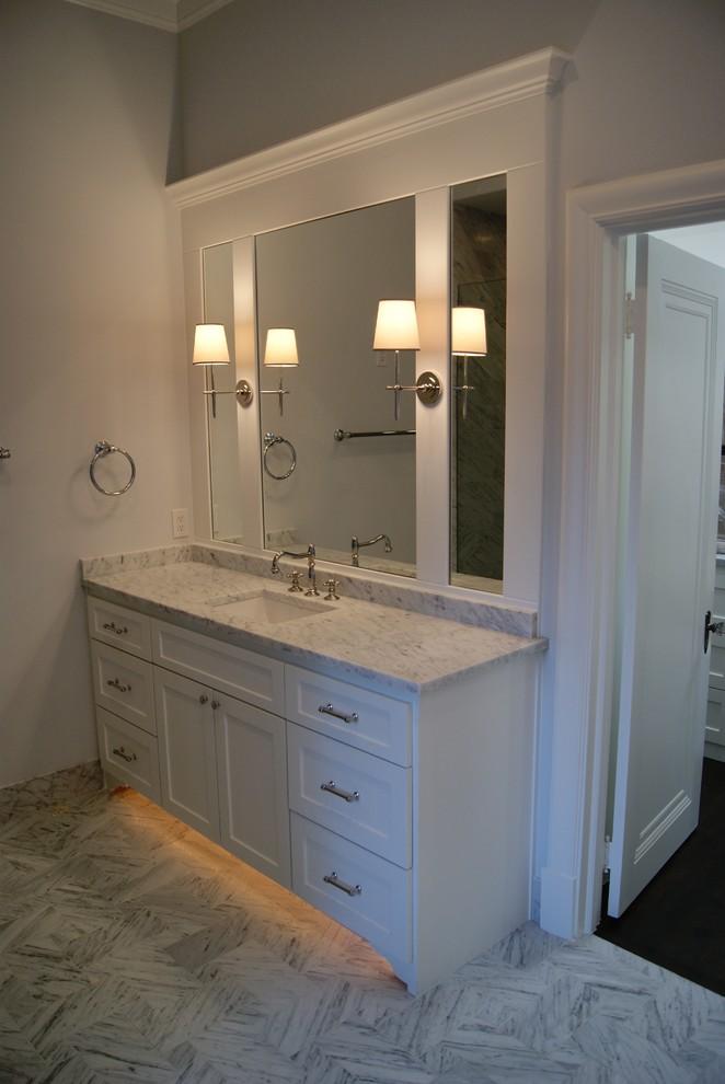 Elegant bathroom photo in Dallas
