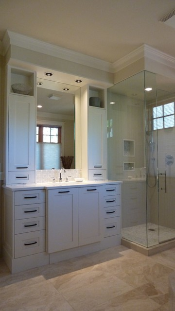 Example of a mid-sized arts and crafts master porcelain tile porcelain floor bathroom design in Vancouver with shaker cabinets, white cabinets, beige walls, an undermount sink and marble countertops