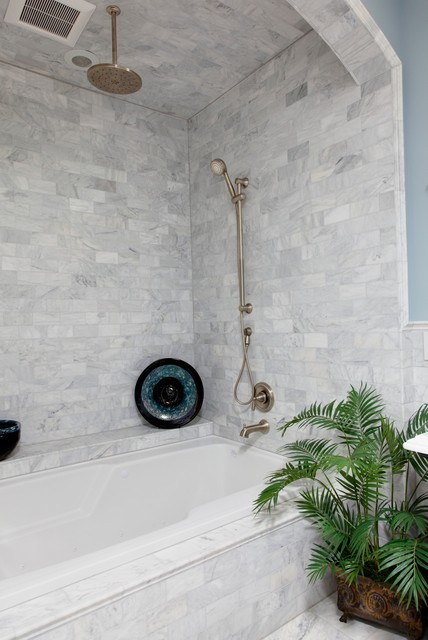 Estate homes traditional bathroom