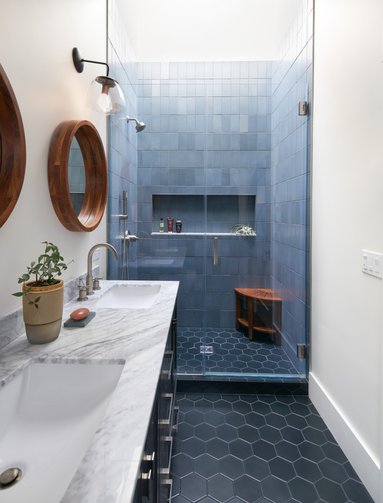 Example of a transitional bathroom design in San Francisco