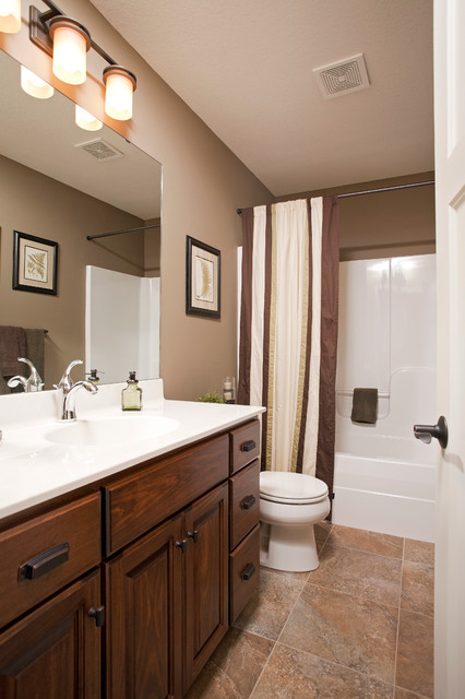 Everwood of Cottage Grove traditional-bathroom