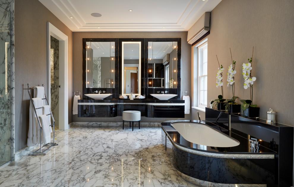 Imagen de cuarto de baño principal, contemporáneo, con lavabo sobreencimera, armarios con paneles lisos, puertas de armario negras, bañera encastrada sin remate y paredes beige