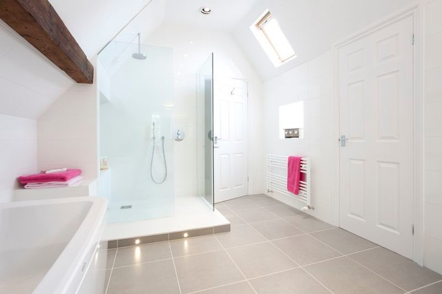 Family bathroom oxfordshire contemporary bathroom for Bathroom design oxfordshire