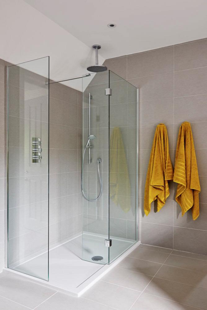 Family en-suite shower room