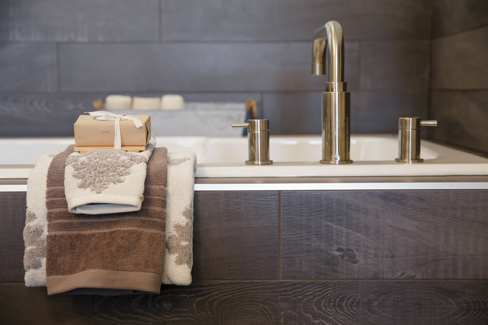Inspiration for a contemporary bathroom remodel in Calgary
