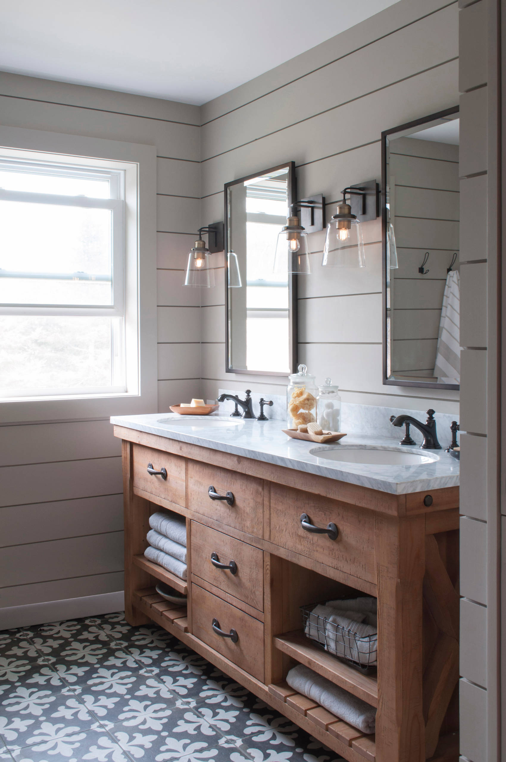 75 Beautiful Farmhouse Ceramic Tile Bathroom Pictures Ideas January 2021 Houzz