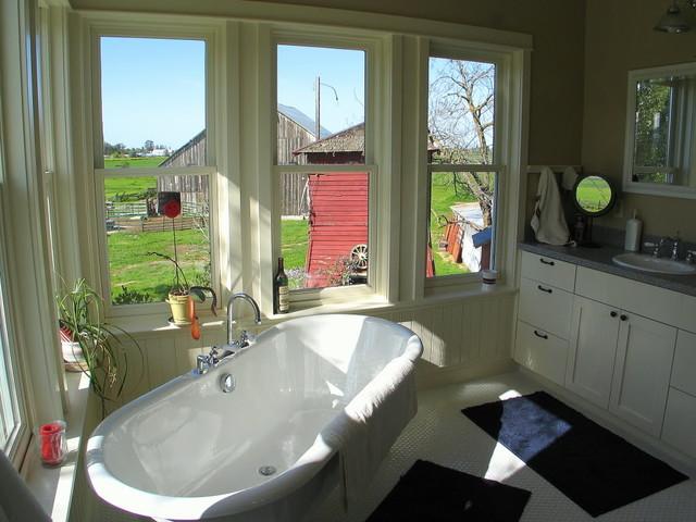 Farmhouse master bath farmhouse bathroom other metro for Maison design com