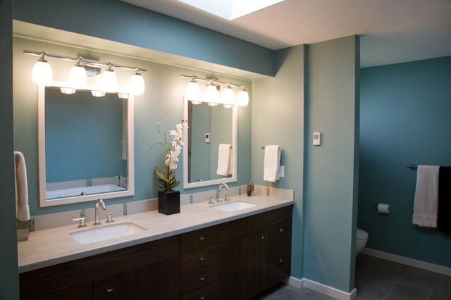 Example of an arts and crafts bathroom design in Seattle
