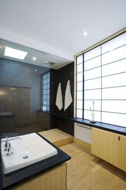 fifties split asian-bathroom