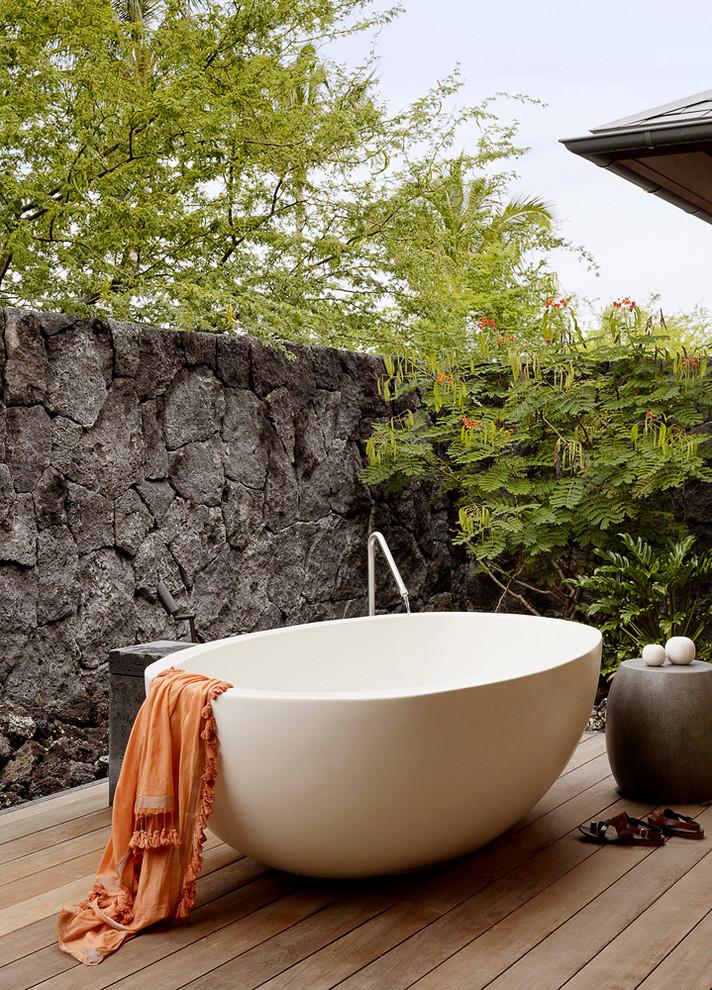 Freestanding bathtub - tropical freestanding bathtub idea in Hawaii