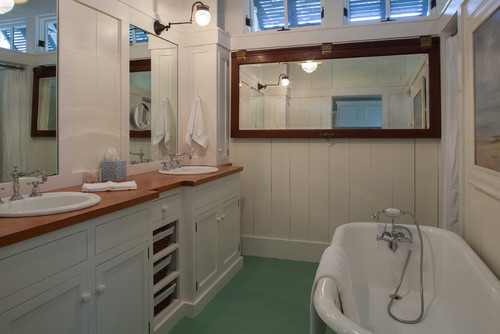 Vintage farmhouse florida cracker style house for Florida bathroom ideas