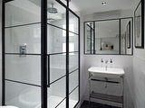 10 Chic Ways to Use Black-Framed Shower Doors (10 photos)