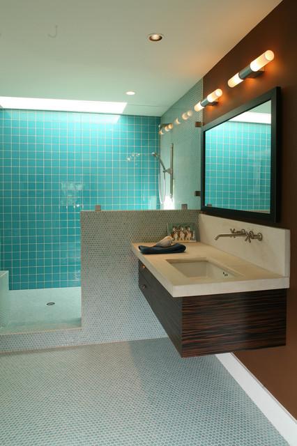мозаичный пол.  Добавить в книгу идей. ванная современный интерьер...