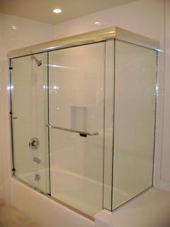 Frameless sliding doors on a tub - Modern - Bathroom - Los ...