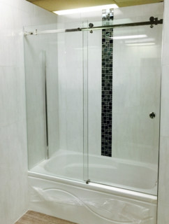 Frameless sliding glass shower door modern bathroom for Sliding glass doors vancouver