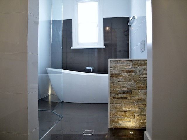 freestanding bath, feature wall, floor lighting ...