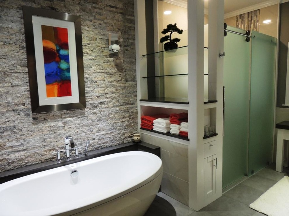 Freestanding Tub with Travertine Wall - Contemporary ...