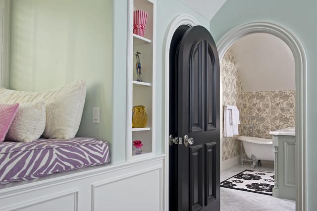 Example Of A Classic Freestanding Bathtub Design In Orlando