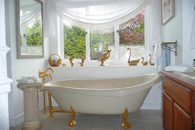 Frenchflair traditional-bathroom