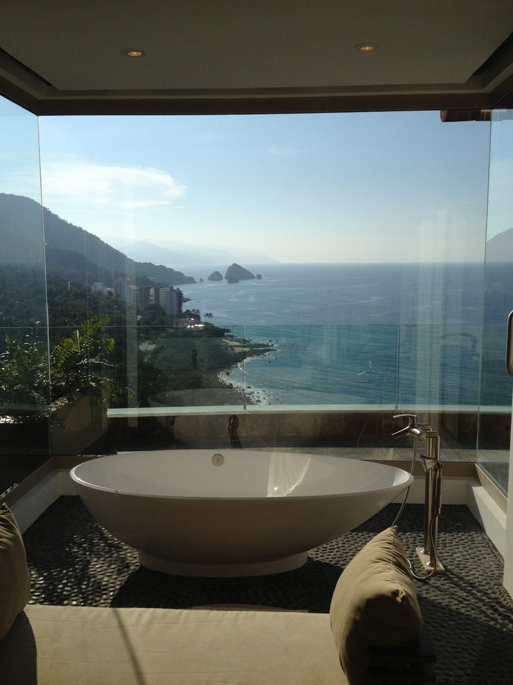 Inspiration for a tropical bathroom remodel in Mexico City