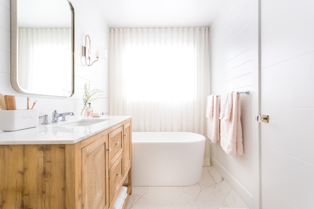 10 Beautiful White And Wood Bathrooms