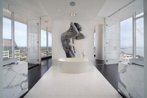 панорама из ванной изображение мужчины белый мрамор