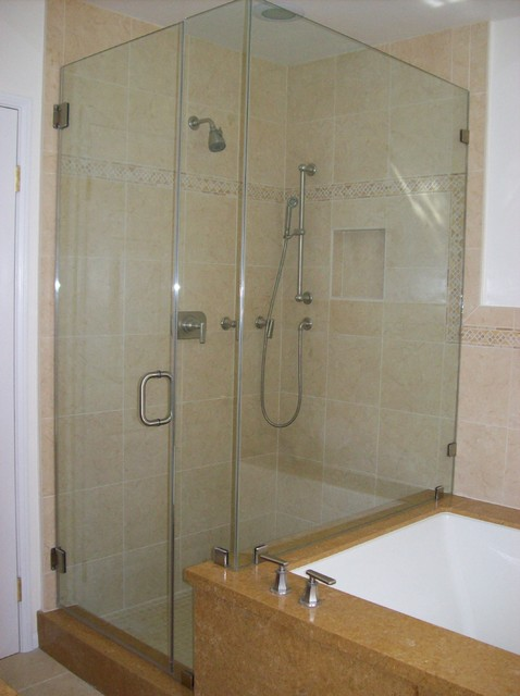 Glass shower door tub combo traditional bathroom los for Bathroom glass door designs