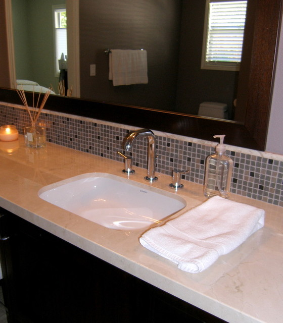 glass tile backsplash traditional bathroom