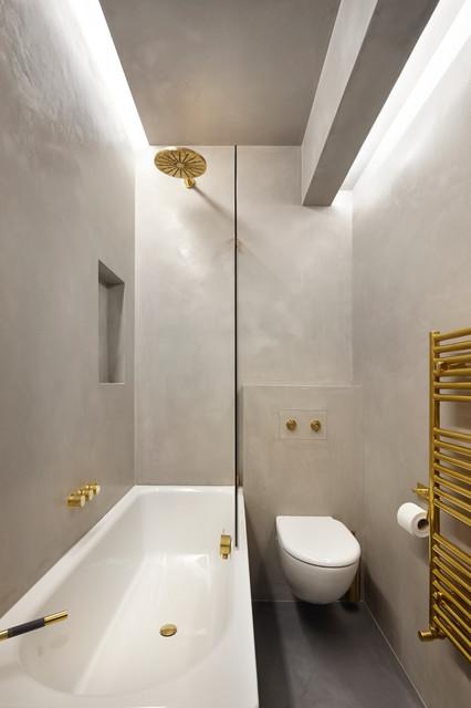 Aménagement d'une petite salle de bain contemporaine avec un placard à porte plane.
