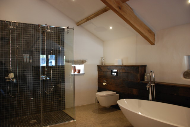 Grade ii listed medieval barn conversion bude cornwall for Barn conversion bathroom ideas