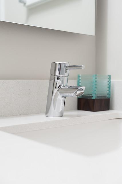 Grantwood contemporary-bathroom