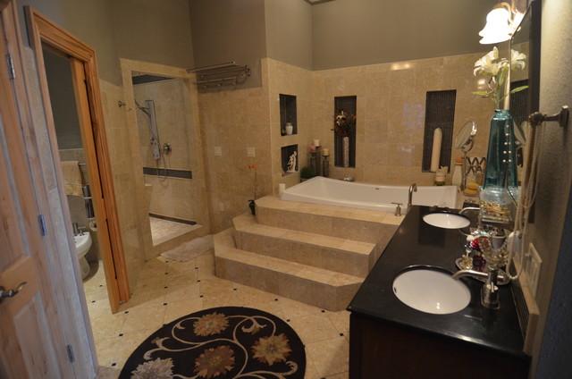 greek house mediterranean-bathroom