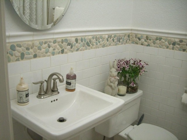 Etonnant Green And White Mix Pebble Tile Modern Bathroom
