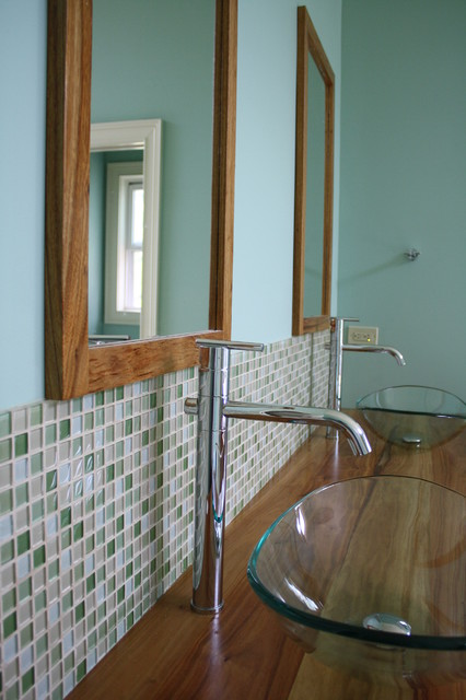 Green glass mosaic with travertine tile traditional-bathroom