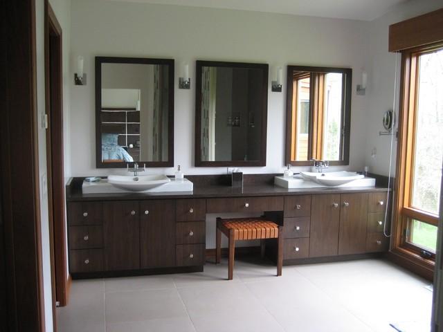 Greendale contemporary-bathroom