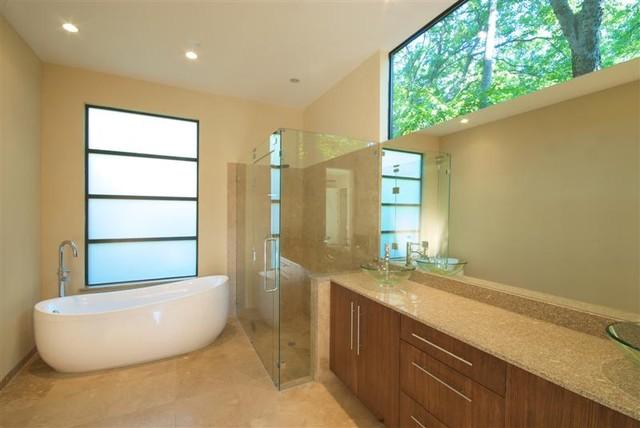 Greico Designer Builders Dallas modern-bathroom
