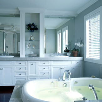 Grey and white bathroom for Bathroom designs gray and white