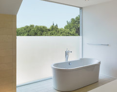 GRIFFIN ENRIGHT ARCHITECTS: Hollywood Hills Residence modern-bathroom