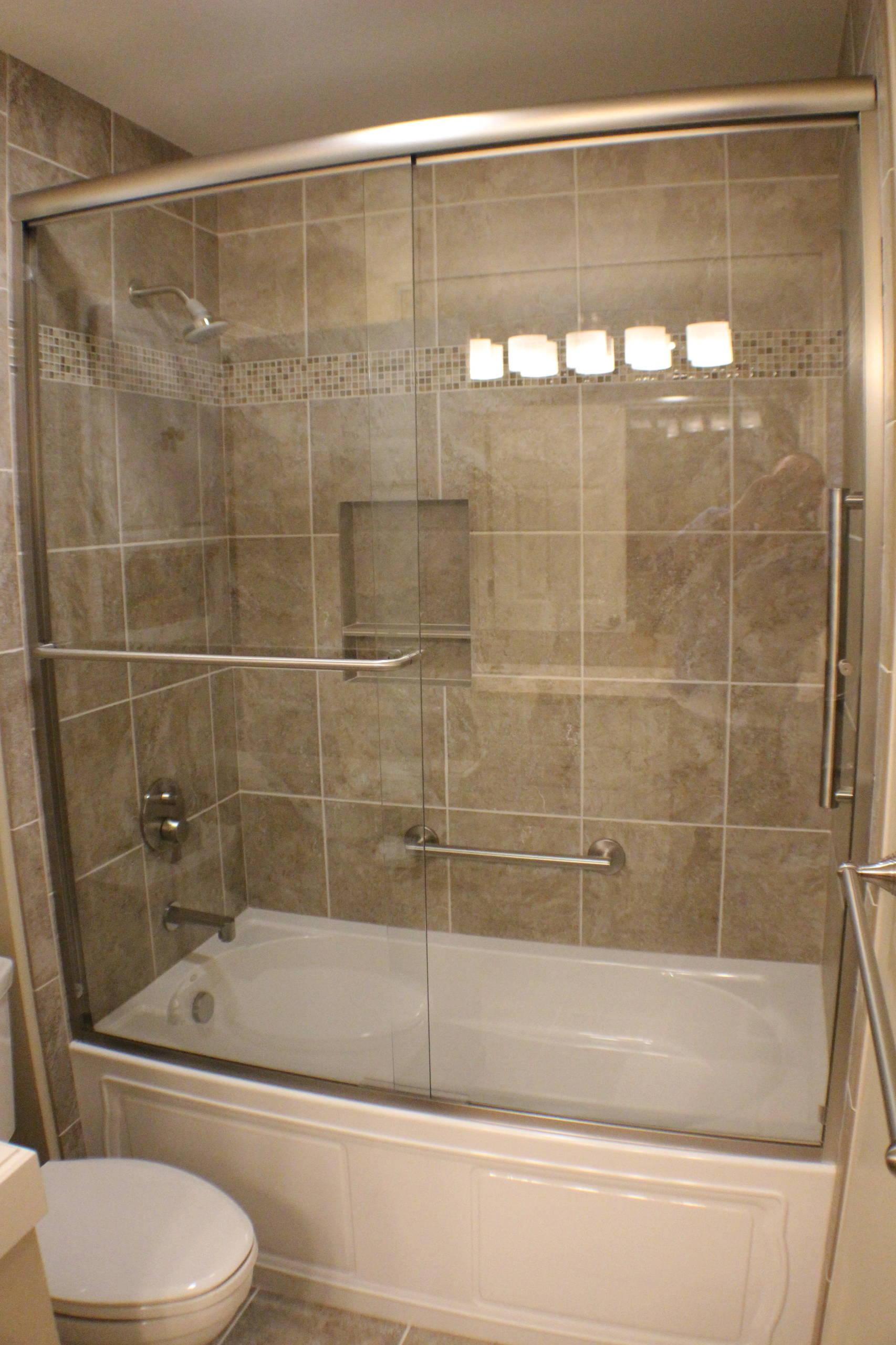 Guest Bath in Natural Tones