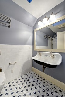 Guest Bathroom (After) - Traditional - Bathroom - Atlanta - by Round Here Renovations, LLC