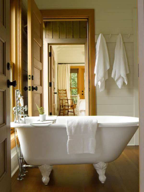 Example of a classic bathroom design in Seattle