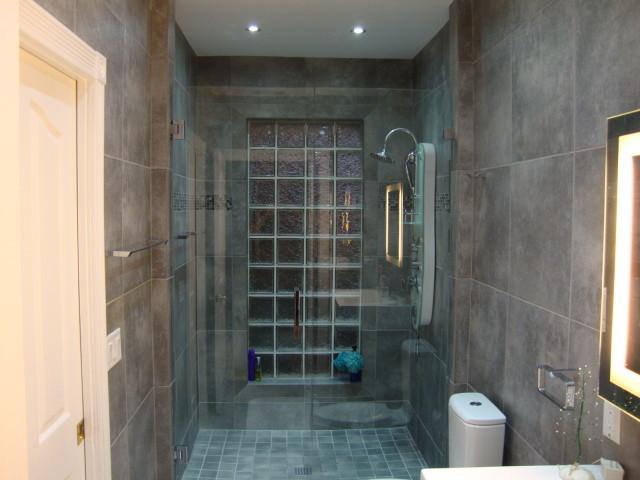 Gust Residence - Winter Garden, Florida contemporary-bathroom