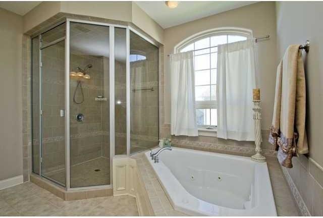 Elegant bathroom photo in Columbus