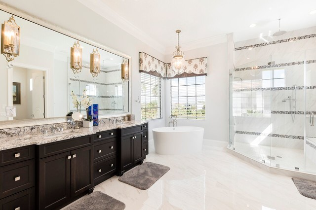 Inspiration for a transitional bathroom remodel in Orlando