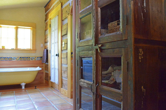 Half Way, OR: Pat & Patti Walker rustic-bathroom