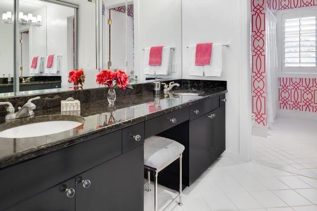 Hallbrook contemporary-bathroom