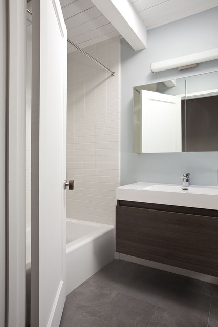 Hallway bathroom overall - Midcentury - Bathroom - San ...