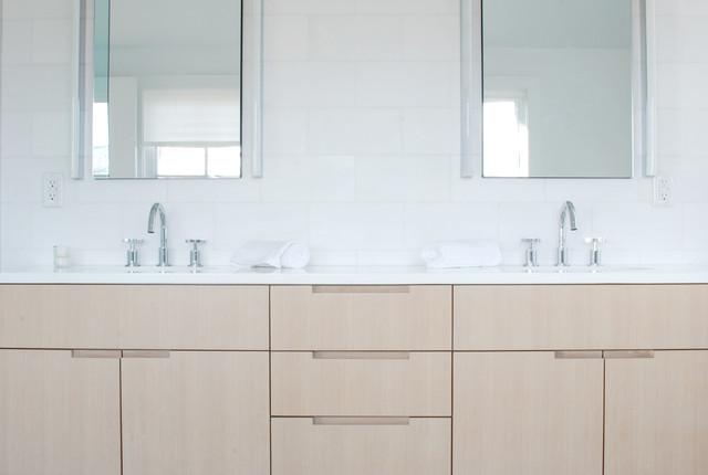 Hamptons House contemporary-bathroom