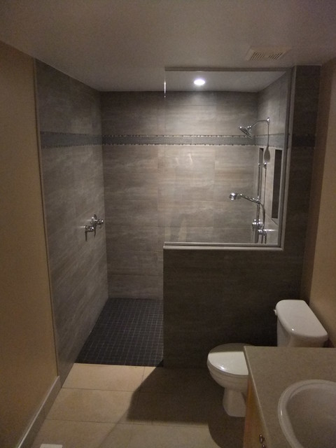 Handicap bathrooms for Handicapped accessible bathroom designs