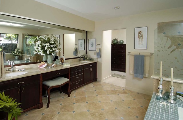 Hawaii Kai Harmony tropical-bathroom